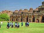 Слоновник и индийские школьницы