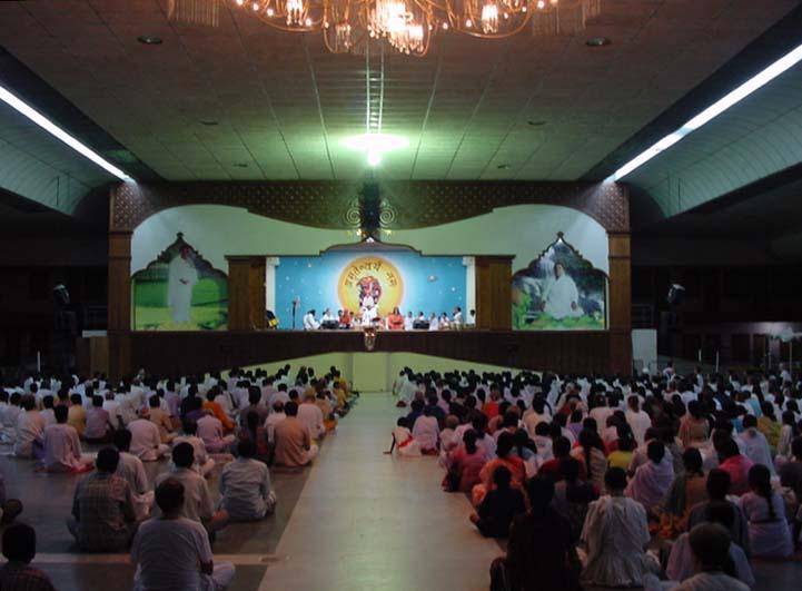 Зал, где исполняются бхаджаны