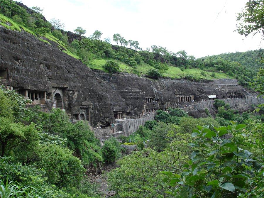 Буддистские пещеры в Аджанте