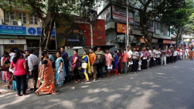 Очередь в банк в Калькутте