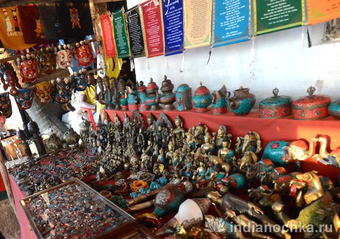 Сувениры на рынке в Арамболе