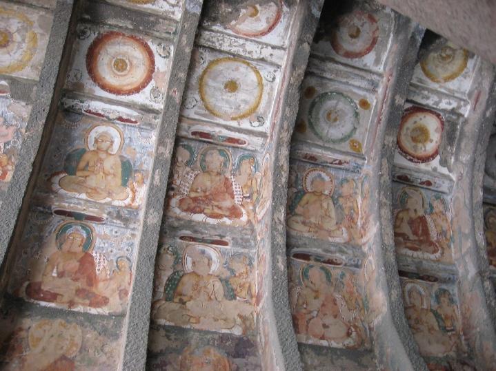 Фрески в пещерах Аджанты