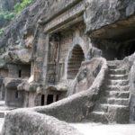 Вход в одну из пещер Аджанты