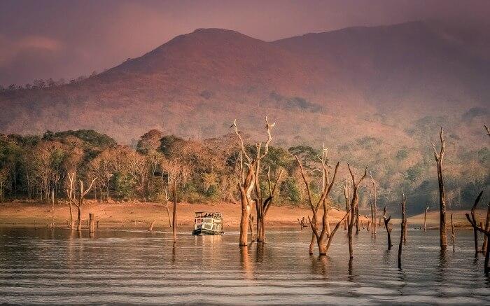 Озеро в заповеднике Перияр