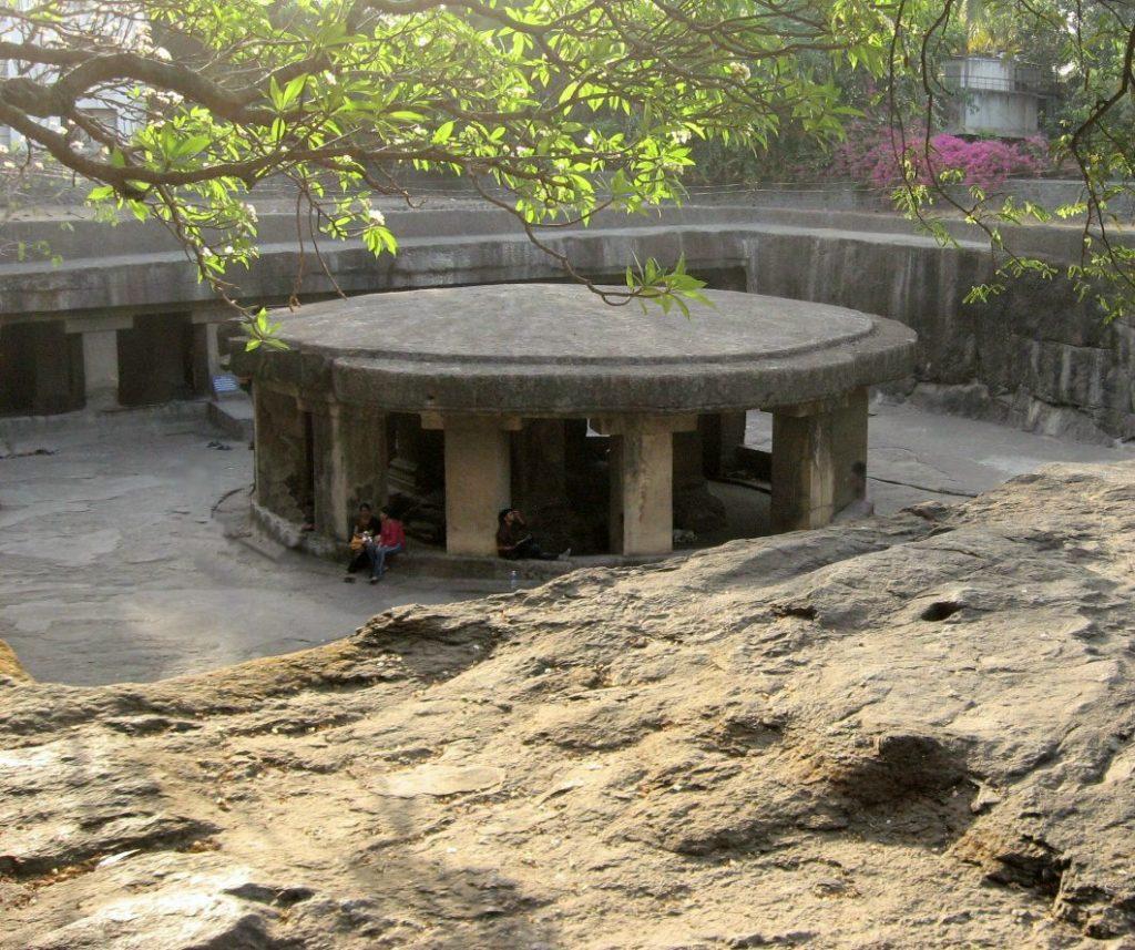 Паталешвар пещера в Пуне
