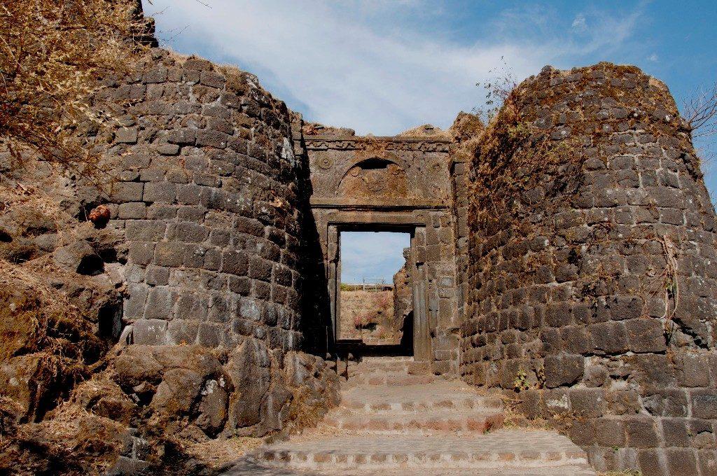 Крепость Синхагад недалеко от Пуны